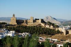 Castello e città, Antequera, Spagna. Immagine Stock