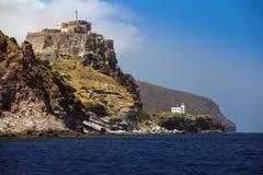Castello e faro dell'isola di Capraia Immagini Stock Libere da Diritti