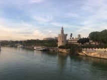 Castello e ponte Siviglia di charles immagini stock