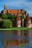 Castello e riflessione di Malbork Immagini Stock Libere da Diritti