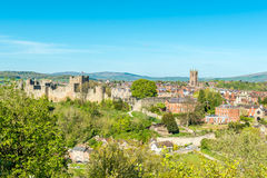Castello e rimorchio di Ludlow immagini stock