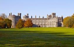 Castello e sosta del Kilkenny fotografia stock libera da diritti