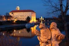Castello e statua dello stato Immagini Stock Libere da Diritti
