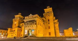 Castello Estense,一座moated中世纪城堡 免版税库存照片