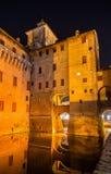 Castello Estense,一座moated中世纪城堡 免版税库存图片