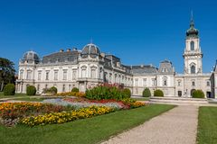 Castello famoso in una città ungherese Keszthely, castello Festetics fotografia stock libera da diritti