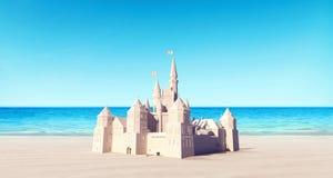 Castello fatto della sabbia sui precedenti di estate della spiaggia Immagine Stock Libera da Diritti