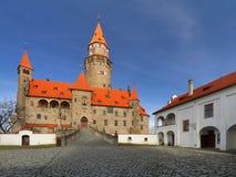 Castello favoloso di Bouzov in repubblica Ceca immagine stock