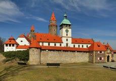Castello favoloso di Bouzov in repubblica Ceca fotografie stock