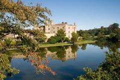 Castello, giardini e riflessioni Fotografia Stock