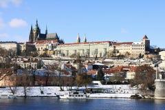 Castello gotico dello Snowy Praga Fotografia Stock Libera da Diritti