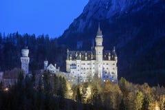 Castello il Neuschwanstein nelle alpi bavaresi, Germania Immagini Stock