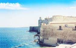 Castello Maniace – старый замок в острове Ortygia Ortigia, Сиракузе, Сицилии, Италии, традиционной архитектуре стоковая фотография