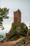 Castello medievale maestoso San-Ulrich sulla cima della collina fotografia stock
