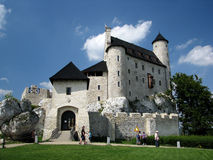 Castello medievale ristabilito di Bobolice vicino a Czestochowa Immagini Stock