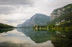 Castello medievale sul lago Toblino, Trentino, Italia Fotografia Stock Libera da Diritti
