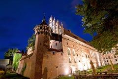 Castello medioevale alla notte fotografia stock libera da diritti