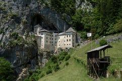 Castello medioevale di Predjama immagine stock