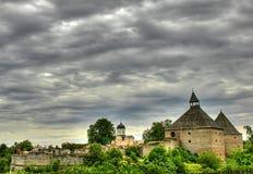 Castello medioevale ed alberi verdi Immagini Stock Libere da Diritti