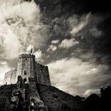 Castello medioevale sulla collina Fotografia Stock