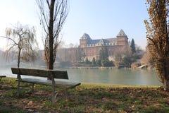 Castello nel parco del瓦伦蒂诺-在瓦伦蒂诺公园防御-托里诺意大利-瓦伦蒂诺公园-都灵-山麓意大利 免版税库存图片