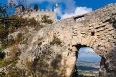 Castello nel San Marino fotografia stock libera da diritti