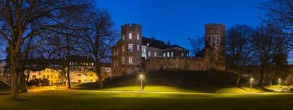 Castello a panorama di notte, Aquisgrana di Frankenberg Fotografia Stock