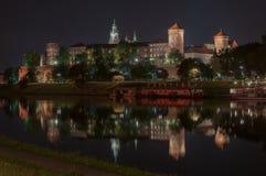 Castello reale di Wawel a Cracovia di notte, la Polonia Fotografia Stock Libera da Diritti