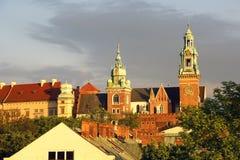 Castello reale di Wawel e due torri della cattedrale Fotografia Stock Libera da Diritti
