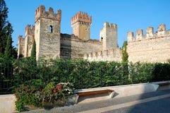 Castello Scaligero di Lazise (slotten av Lazise) Royaltyfria Foton