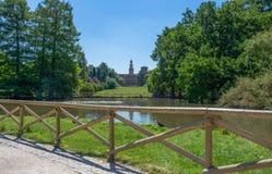 Castello Sforzesco увиденное от парка Sempione в милане, Италии Стоковые Фотографии RF
