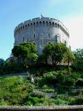 Castello sul pendio di collina vicino a Londra immagini stock