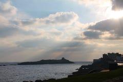 Castello sulla costa del Mare di Irlanda Immagini Stock Libere da Diritti