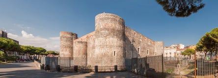 Castello Ursino,亦称Castello Svevo二卡塔尼亚的全景,是一座城堡在卡塔尼亚 免版税库存图片