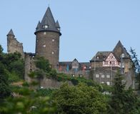 Castello vicino a Bacharach lungo la valle del Reno in Germania Immagine Stock