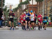 Castellon,西班牙 2019年2月24日, 在马拉松长跑期间的赛跑者 免版税库存照片