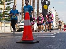 Castellon, Испания 24-ое февраля 2019 бегуны во время гонки марафона стоковое изображение