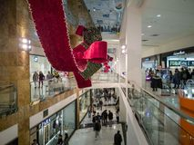 Castellon, Espanha 12/22/18: Compra na alameda foto de stock royalty free