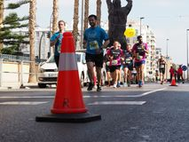Castellon Spanien Februari 24th, 2019 löpare under ett maratonlopp arkivbild