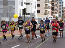 Castellon, Spanje 24 februari, 2019 de agenten tijdens een marathon rennen stock afbeeldingen