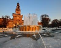 castellospringbrunnen iced den milan sforzescoen Royaltyfri Fotografi