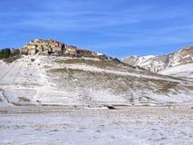 Castelluccio de Norcia, Italia con nieve Imágenes de archivo libres de regalías