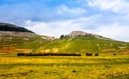 Castelluccio di Norcia mit einer Ansicht Lizenzfreies Stockfoto