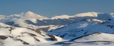 Castelluccio in wintertijd Stock Afbeeldingen