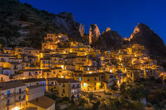 Castelmezzano Italia alla notte Fotografia Stock Libera da Diritti