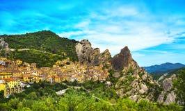 Castelmezzanodorp in de Apennijnen Dolomiti Lucane Basilicata royalty-vrije stock fotografie