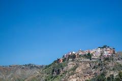 Castelmola byn ovanför Taormina i Sicilien royaltyfria foton