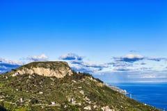 Castelmola landskap med berget och himmel royaltyfri bild