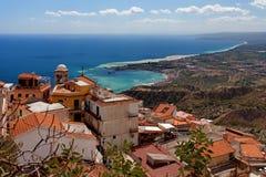 Castelmola, Sicily, Włochy - Panoramiczny widok od Castelmola przy morzem śródziemnomorskim Obrazy Stock