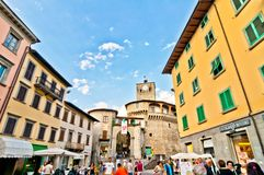 Castelnovo Garfagnana著名村庄在托斯卡纳,意大利 库存照片